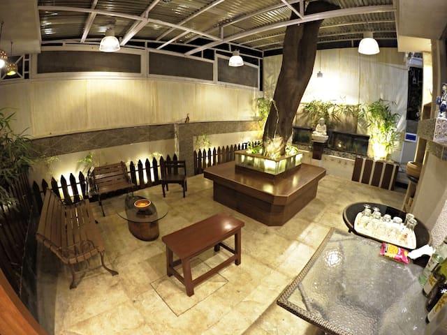 Cozy Poolside Bungalow Room - 1 (nr kalyani nagar) - Pune - Bungalow