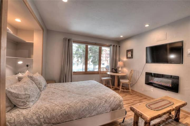 Premium Ski-in/Ski-out Studio - Walk to Main St!