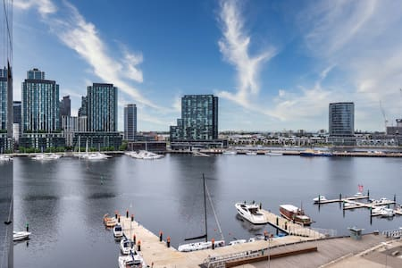 Waterfront View One BDR apartment*FREE TRAM ZONE*