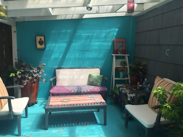 SE Foster/Woodstock Clean, Quiet Retro Charmer