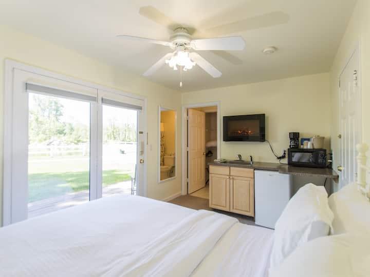 Lake House Kitchenette w/Bunk Bed, 2 baths