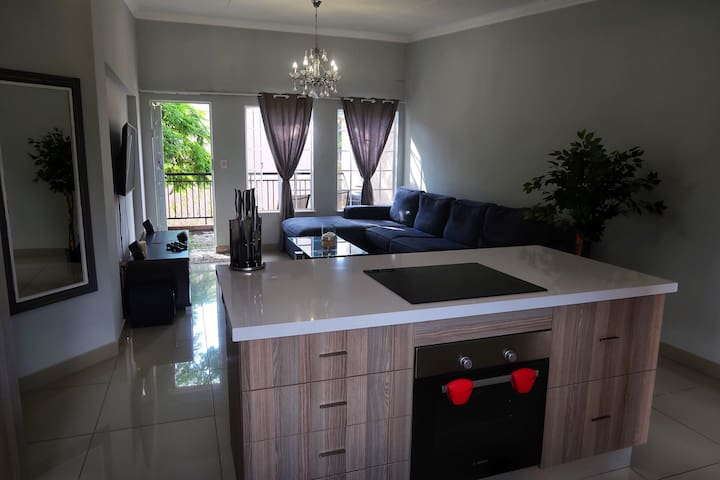 Modern 2 bedroom apartment in the heart of Sandton