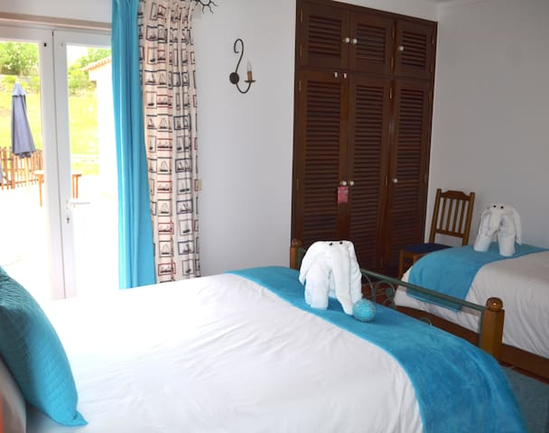 Room 3 (up to 4 people)