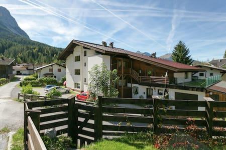 Gemütliche Ferienwohnung in Ehrwald mit Garten