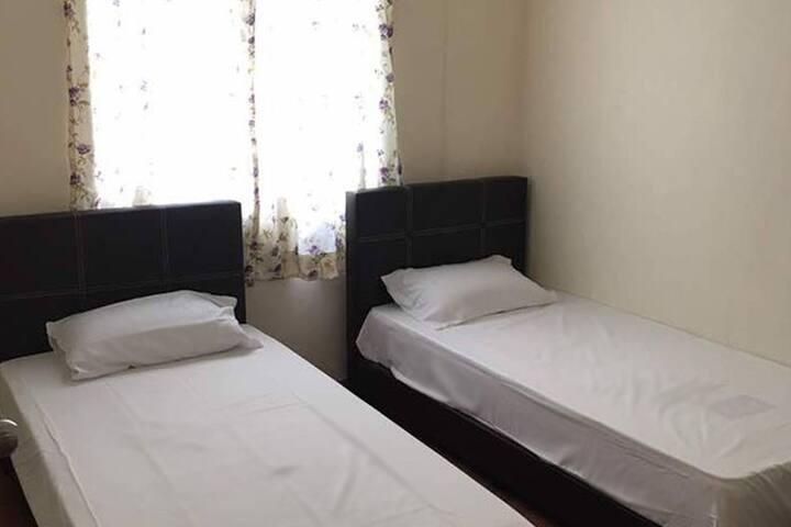 Cozy 3R stay near Batu Feringghi / Gurney
