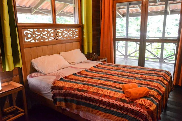Jungle House Solarte - Queen Room - Private Bath - Bocas del Toro - Cabaña en la naturaleza