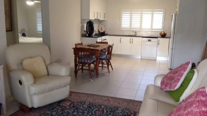 Cairns Lynor Villa