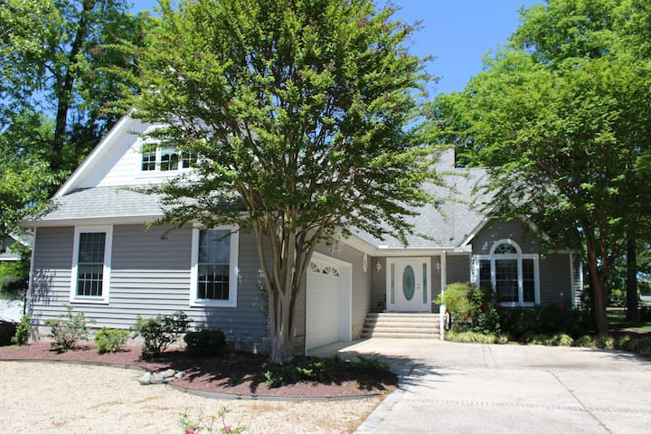 Avalon by the Sea 4BR/3 BA with Community Pool