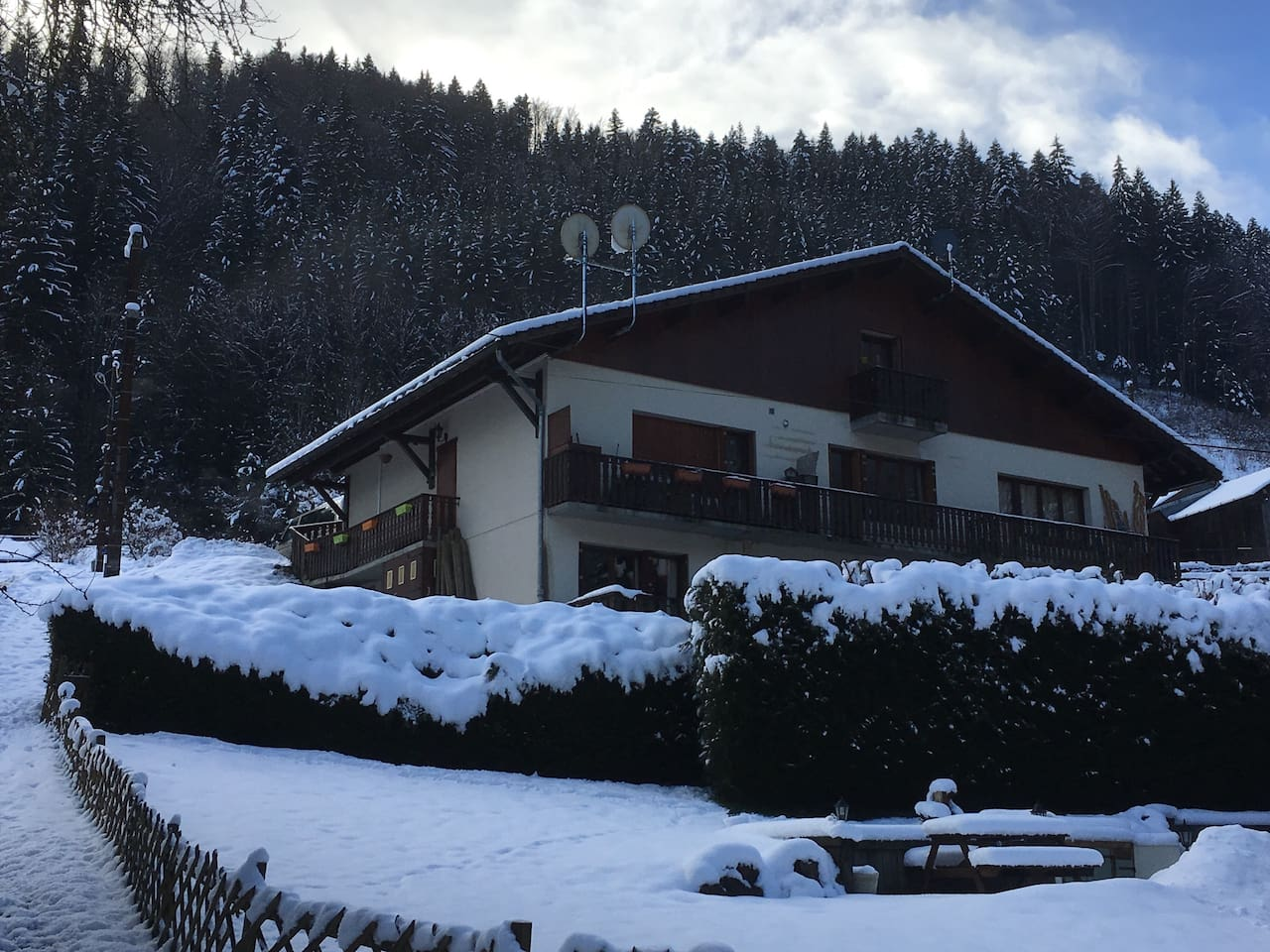 Chalet containing Studio Cinq (bottom left of Chalet)