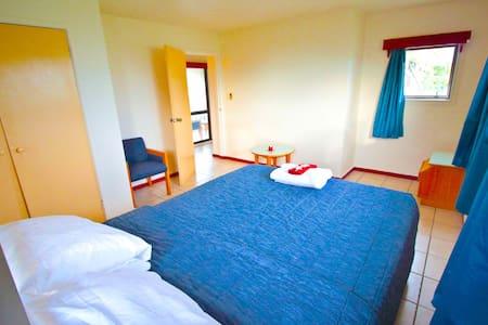 Spacious Master Bedroom - Tonga Holiday Villa - Nuku'alofa - Vila