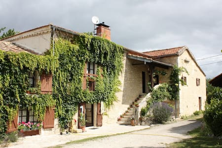 Suite familiale maison de pierre - Bed & Breakfast