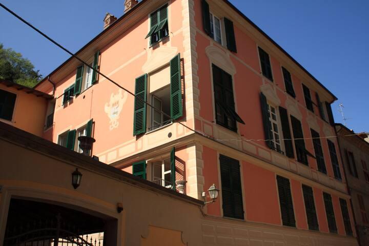 Ampio bilocale in palazzo d'epoca
