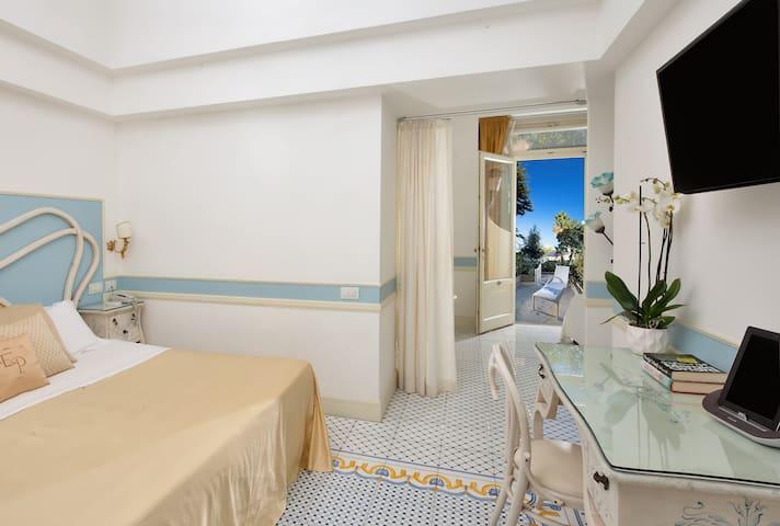 Luxury Villa Excelsior Parco Classic room garden v