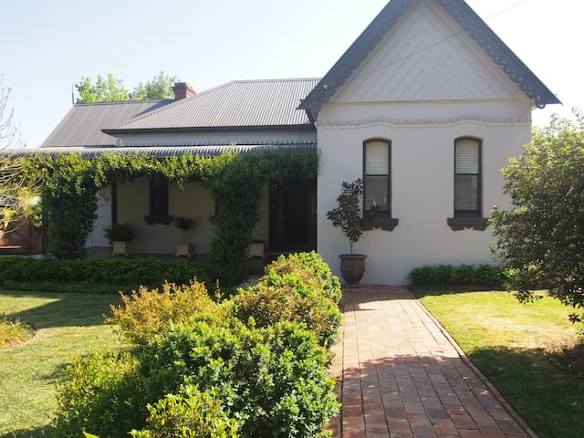 The Queen Suite - Thady Cottage - Mudgee - Aamiaismajoitus