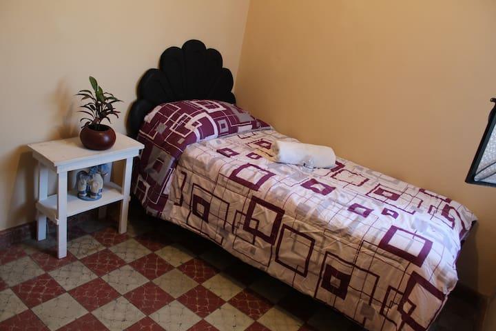 Hostal Yolotl (Hab Lagos de Moreno)Zona Centro GDL