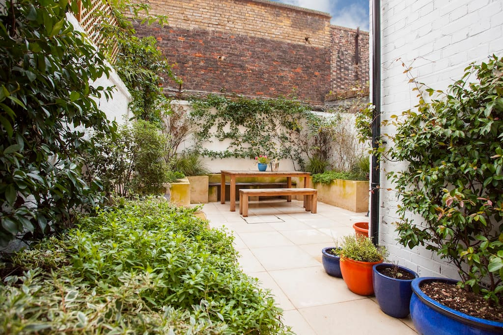 The quiet courtyard garden at the back of the apartment, perfect for breakfast, a cup of coffee, dining out or simply relaxing