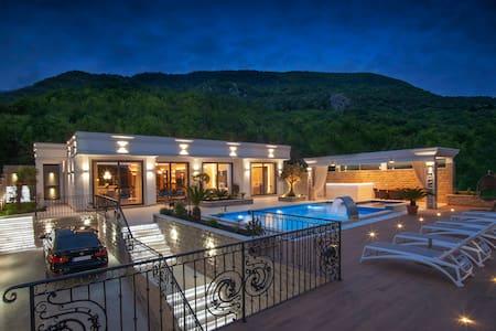 Brand New Luxury three bedroom villa with pool
