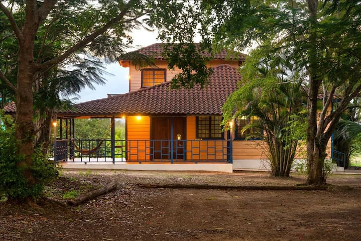 Arecibo Chalet - Sits on 2 acres  just 10 minutes inland/away from beach - Arecibo - Lomamökki