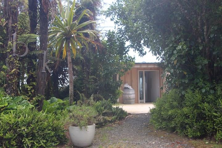 Aurora lodge-180 views, Comfortable designer home