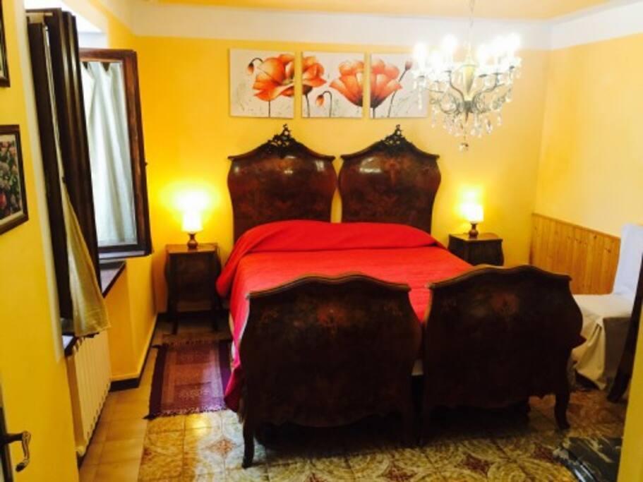 camera matrimoniale, appartamento con 2 posti letto piu divano letto 2 posti