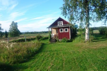 Charmig stuga i allmogestil Sandnäset nära Luleälv