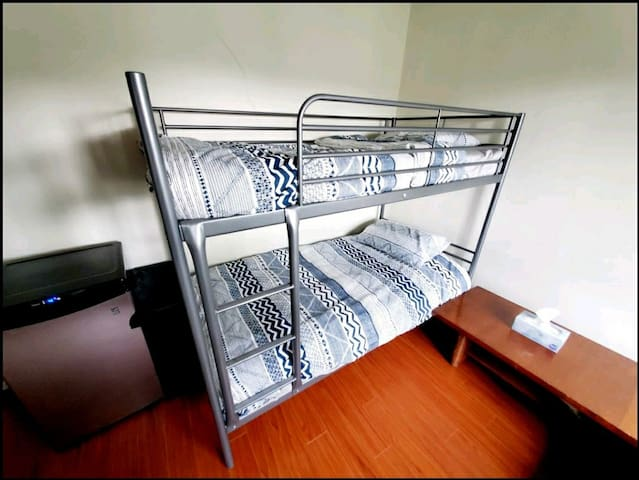 🌟 Comfy bed in a Shared Room,  5 min to Skytrain