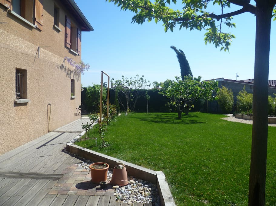 Villa 5 personnes avec jardin villas for rent in saint for Piscine de mornant