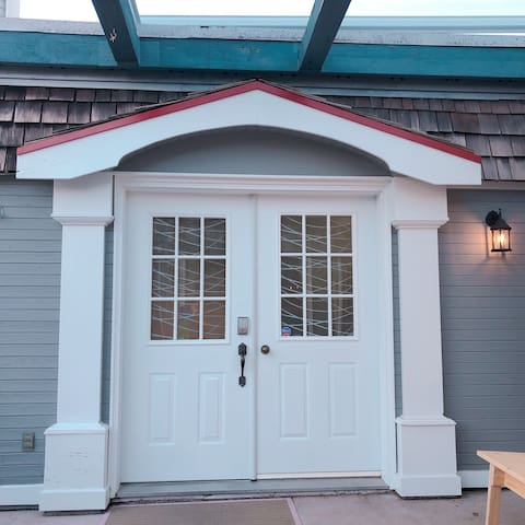 Thunderbird Nest Chemainus - Newly Renovated Two Bedroom Suite
