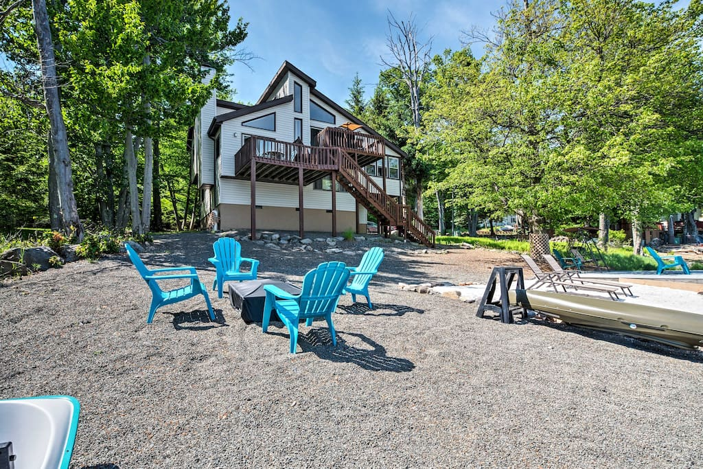 This 3-bedroom, 2-bath home sleeps 6 and at an incredible lakefront location.