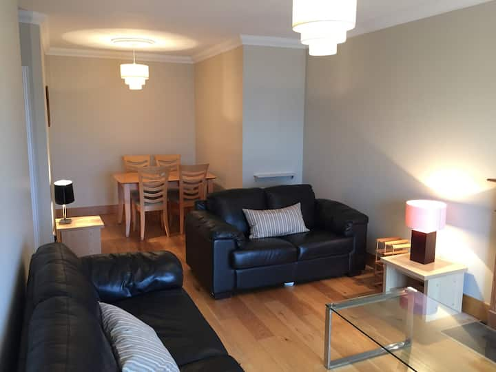 Comfortable 2 Bed Great Work Area - Dublin 4