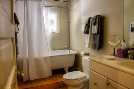Black Rock Inn - Suite 3 (w full breakfast & wine) - Saint Helena - Bed & Breakfast
