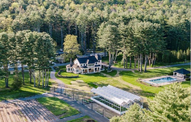 Lundy Farm -62 acre Hudson Valley area Lux Retreat