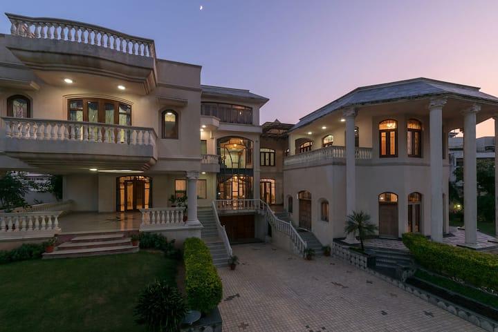 Rustic private villa w/ lawn+pool+Jacuzzi @Jaipur