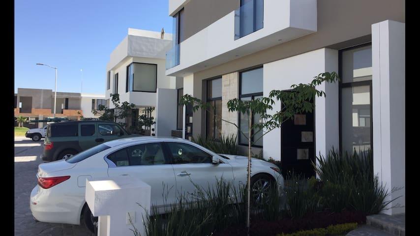 Nice house, surveillance 24h, industrial zone - San Luis Potosí - Huis