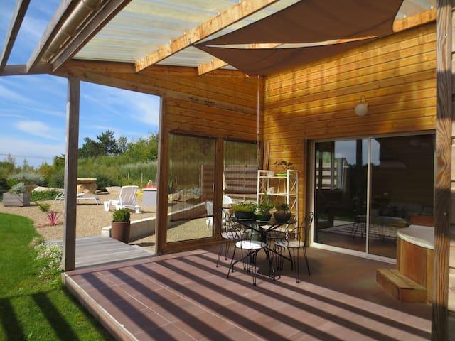 maison proche plage, jardin jacuzzi velos sauna - Plomeur