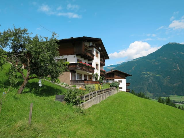 Holiday apartment with beautiful panoramic views over the Zillertal