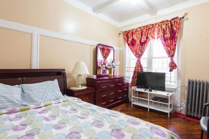 Land-Marked Crown Heights Gem - brooklyn  - Bed & Breakfast