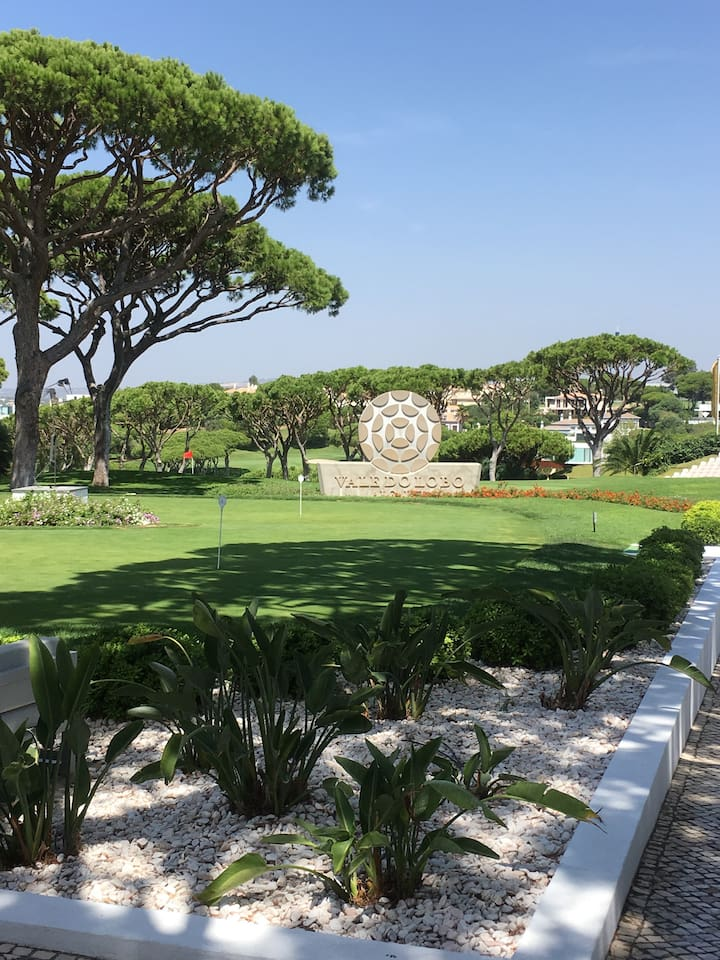 Newly renovated Blue Ocean Studio only 3 min. walking distance from Vale do Lobo's 2 championship golf courses