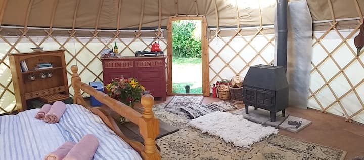 Cosy, private off grid 18ft Yurt , Nr Glastonbury