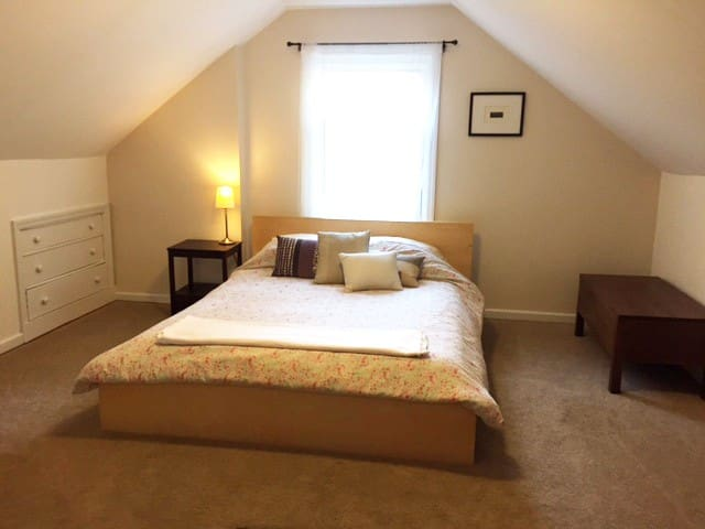 Comfy room close to Easton and airport! - Columbus - House
