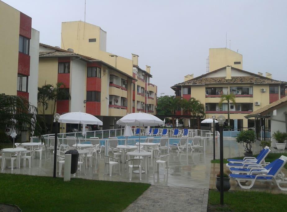 Área de lazer, piscina, internet wifi.