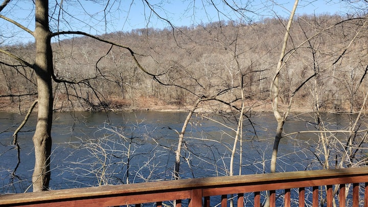 Secluded Chalet Waterfront Pohatcong 1 hr to NYC