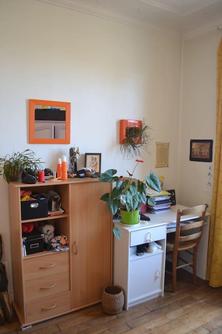 chambre dans un appartement calme place d 39 italie appartements louer paris le de france. Black Bedroom Furniture Sets. Home Design Ideas