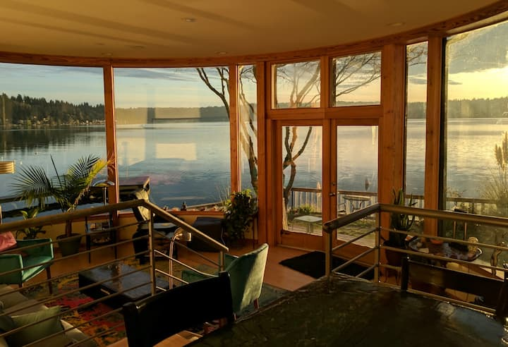 Secluded Home on Lake Sammamish, Bellevue/Seattle