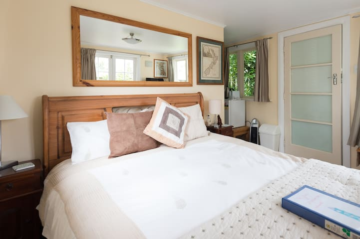 Private, sunny and comfortable - Wellington - Chambre d'hôtes