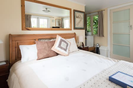 Private, sunny and comfortable - Wellington - Guesthouse
