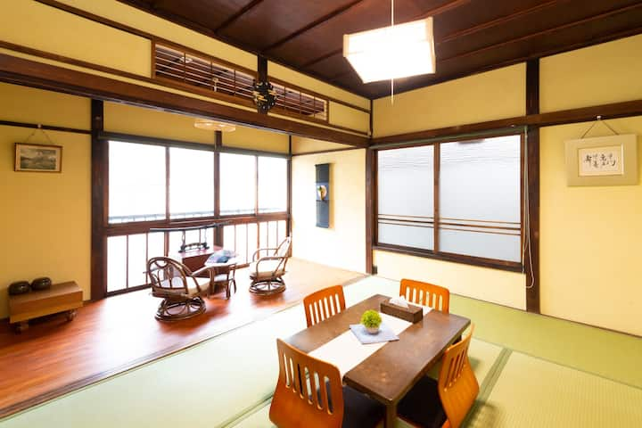 GT11: Spacious Renovated House near CHINATOWN