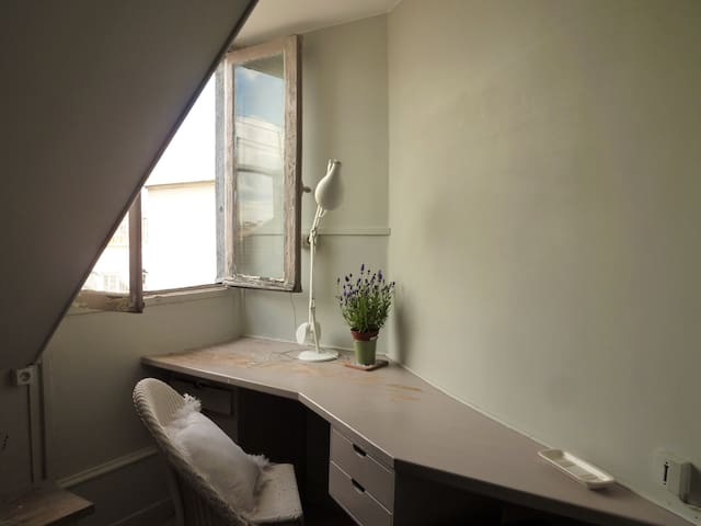 Cute student room in elegant arrondissement