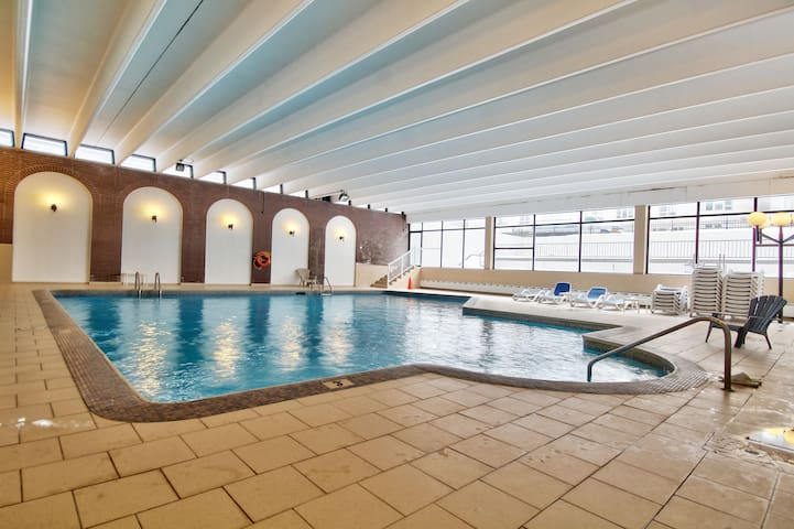 LUXURY CONDOMINIUM, INTERIOR POOL, SAUNA, GYM &+++ - Côte Saint-Luc - Apartemen