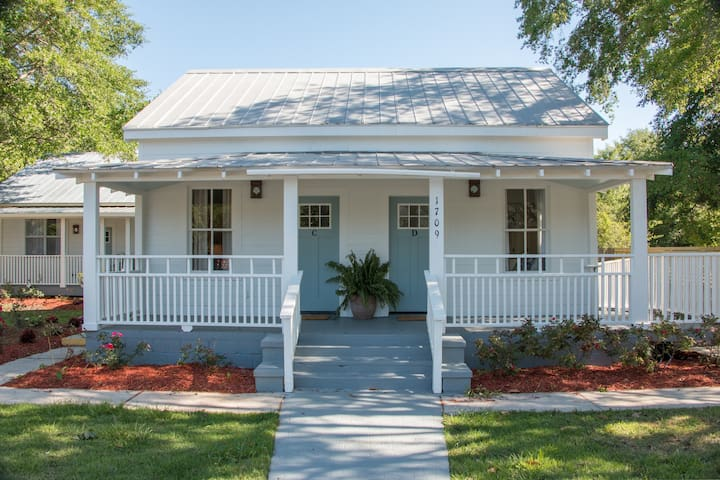 Magnolia Cottage - perfect Ocean Springs location!